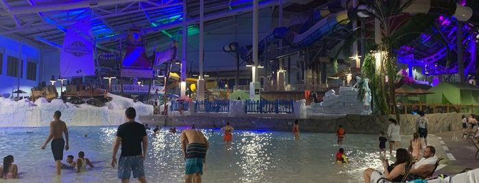 Aquatopia Indoor Waterpark is one of Lugares favoritos de Jon.