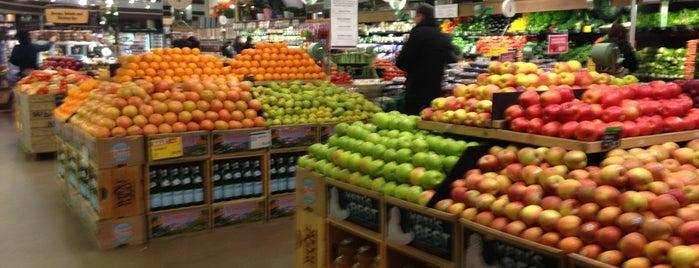 Whole Foods Market is one of Lieux qui ont plu à Matthew.