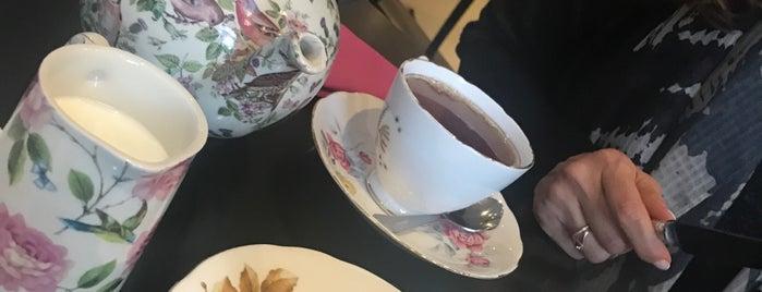 Afternoon Tea is one of สถานที่ที่ Najla ถูกใจ.