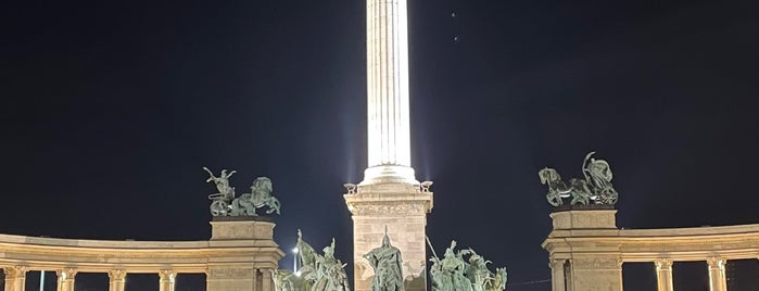 Millenniumi emlékmű is one of BP.