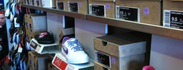 Nike Factory Store is one of Evan[Bu] Des Moines Hot Spots!.