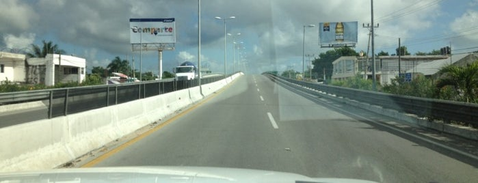 Puente Puerto Morelos is one of Fernando : понравившиеся места.