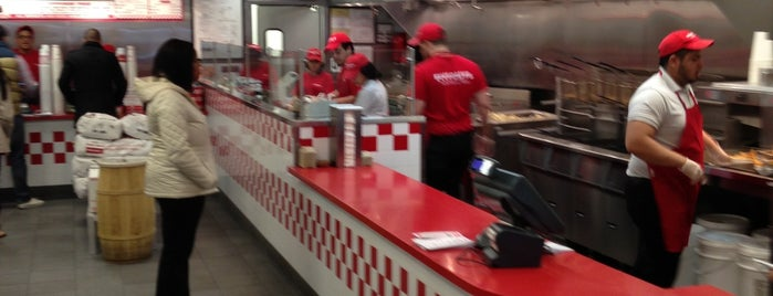 Five Guys is one of Lieux sauvegardés par Brandi.
