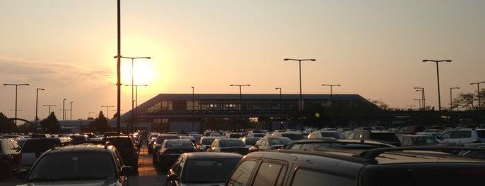 Economy Parking Lot E is one of Ameg'in Beğendiği Mekanlar.