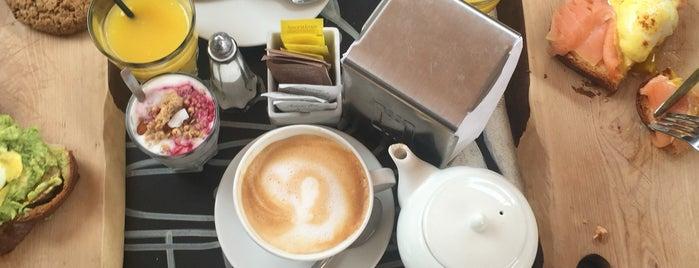 Daniel's Bakery & Cafe is one of Tempat yang Disukai Berni.