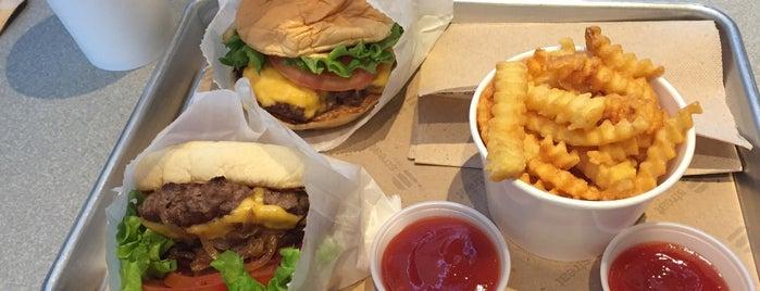 Streat Burger is one of Tempat yang Disukai Berni.
