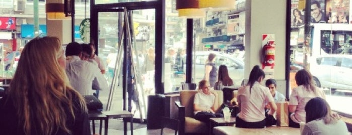 Starbucks is one of Lugares favoritos de Agustin.