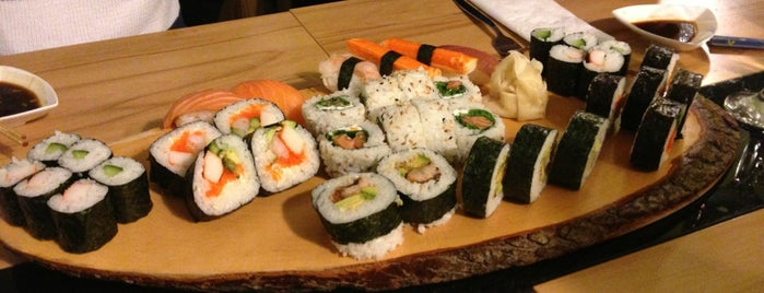 Sushi Oishi is one of Posti che sono piaciuti a Mehmet Zeki.