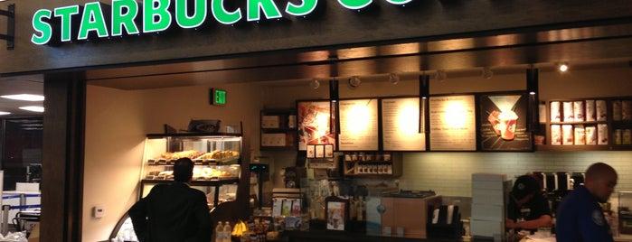 Starbucks is one of Tempat yang Disukai Julia.