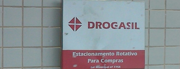 Drogasil is one of Locais curtidos por Marcos.