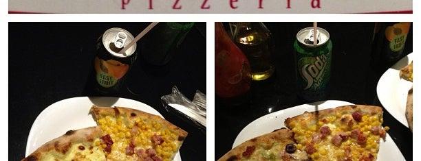 Mulino Pizzeria is one of สถานที่ที่ Adonai ถูกใจ.