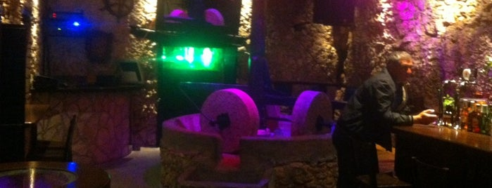 Liotrivi Cafe Club is one of Tempat yang Disukai Aris.