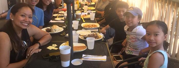 Hungry Bear Cafe is one of Posti che sono piaciuti a Kurtis.