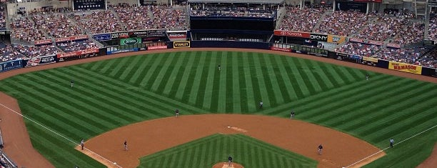 Yankee Stadium is one of Locais curtidos por Joe.