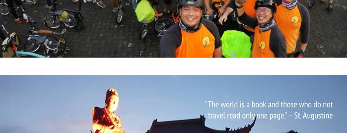 Sam Poo Kong Temple (Zheng He Temple) is one of Semarang Trips.