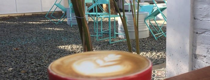 Sejoli Coffee New is one of Cimohay spots.