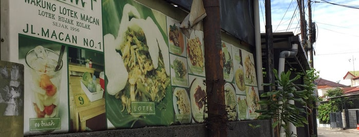 Rujak beubeuk/ Lotek jl. Macan is one of Bandung's Legendary Eateries.
