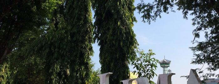 Alun-Alun Simpang Lima Semarang is one of Semarang Trips.