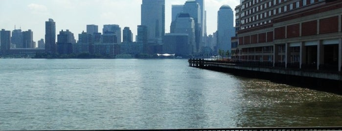 Jersey City Waterfront is one of Tempat yang Disukai Cy.