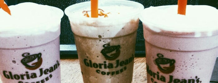 Gloria Jean`s Coffees is one of Locais curtidos por Hilal.