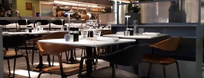 Restaurant Champeaux is one of Paris.