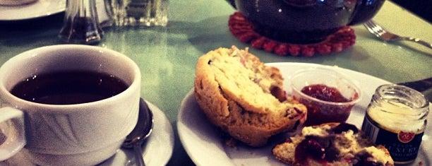 Silver Tips Tea Room is one of Orte, die Christine gefallen.