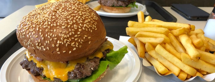 Remíz Burger is one of Burger Card.