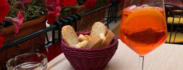 Pulalli Wine Bar is one of capri.