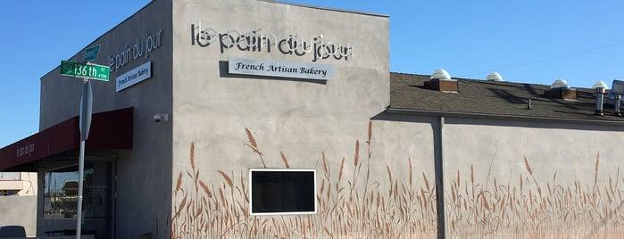 Le Pain Du Jour is one of สถานที่ที่ Shamika ถูกใจ.