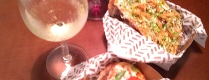 Alba Wine Bar is one of Locais curtidos por Luis.