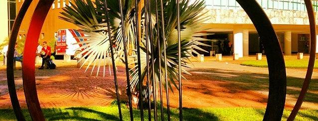 Centro de Cultura e Eventos Prof. Ricardo Freua Bufáiçal is one of Orte, die Luísa gefallen.