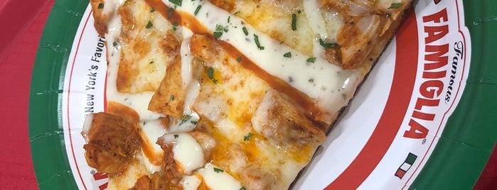 Famous Famiglia Pizza - Maiden Lane is one of Posti che sono piaciuti a Sri.