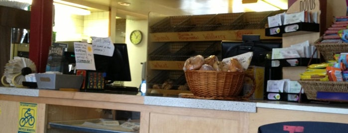Bagel Basket is one of Ryan 님이 좋아한 장소.