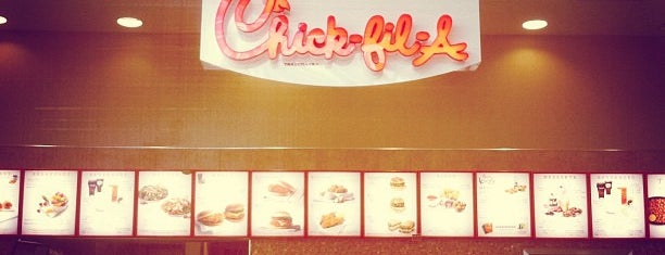 Chick-fil-A is one of Lugares favoritos de Ayana.