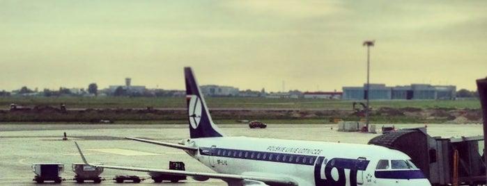 ワルシャワ ショパン空港 (WAW) is one of Airports.