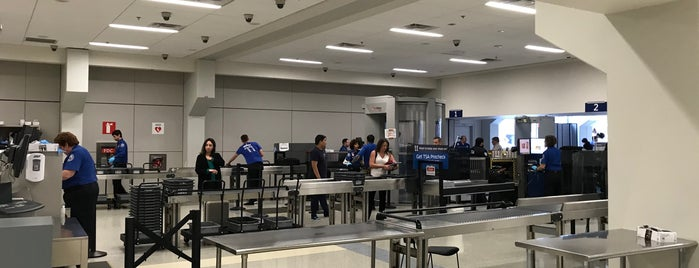 TSA Security Checkpoint is one of Beverlyさんのお気に入りスポット.
