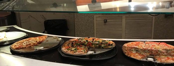 Marina Pizzeria is one of Posti che sono piaciuti a Jeremy.