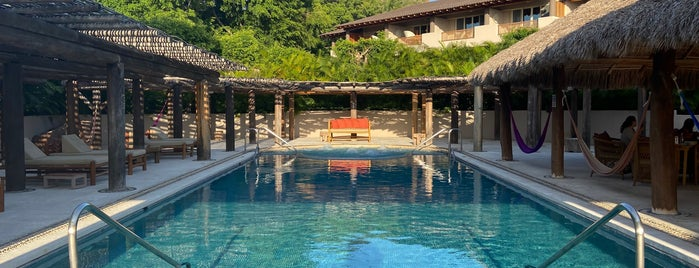 Tamai Pool Bar at Four Seasons Resort Punta Mita is one of Mis lugares.