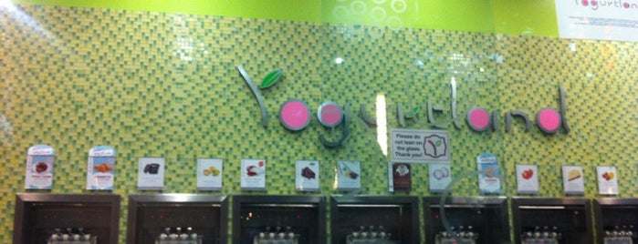 Yogurtland is one of Stephanie 님이 좋아한 장소.