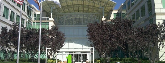Apple Inc. - The Quad is one of Tempat yang Disukai Moe.