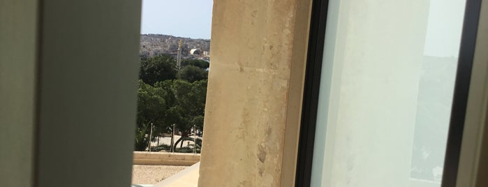 Club Bar is one of Maltese falcon.