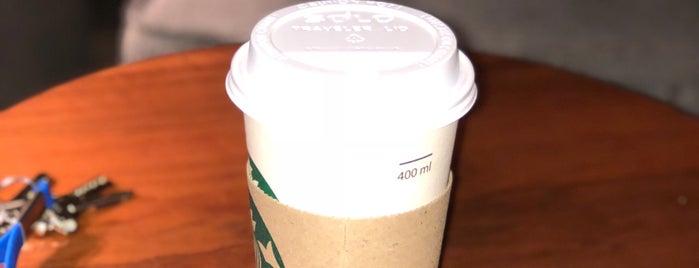 Starbucks is one of Lieux qui ont plu à alejandro.