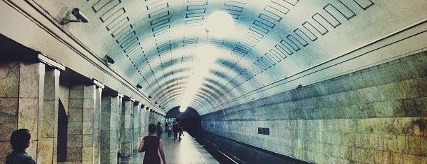 metro Okhotny Ryad is one of Москва.