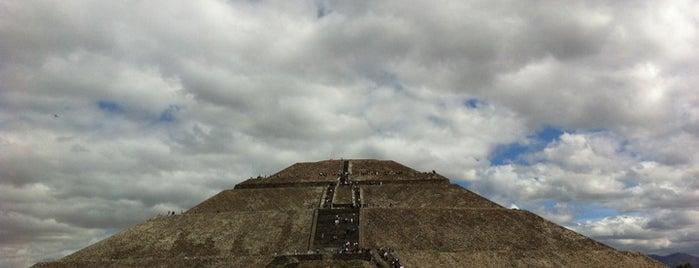 Pirámide del Sol is one of Teotihuacán Mágico.
