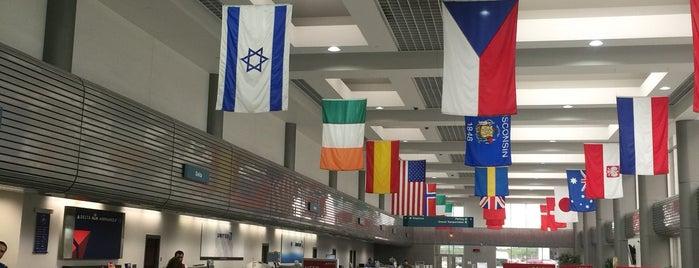 Austin Straubel International Airport (GRB) is one of Lieux qui ont plu à James.