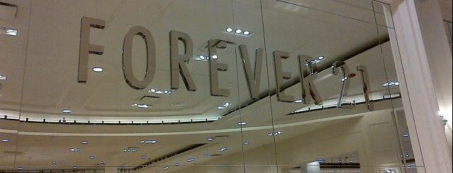 Forever 21 is one of Javier : понравившиеся места.