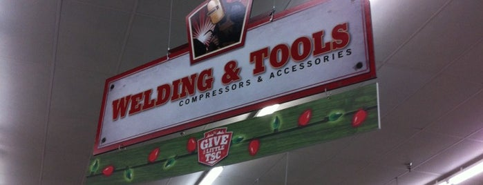 Tractor Supply Co. is one of Tempat yang Disukai Gisele.