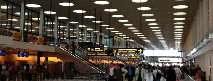 Aeroporto de Copenhaga (CPH) is one of Airports (around the world).