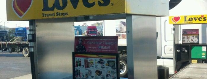 Love's Travel Stop is one of Tempat yang Disukai Bradley.