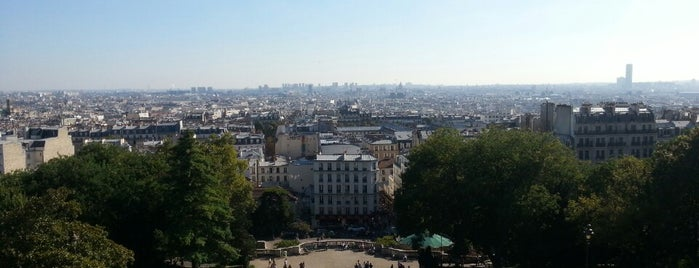 Montmartre is one of Paris - je t'aime.